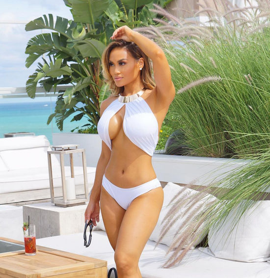 Daphne Joy, model, bikini body