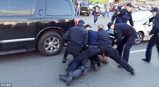 Former Olympic Champ BEATS 7 cops trying to arrest him! Vyacheslav Oliynyk fought off 7 policemen whilst drunk!