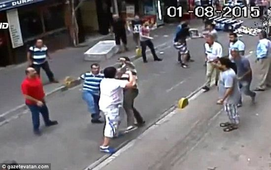 Irish tourist fights15 turkish shopkeepers