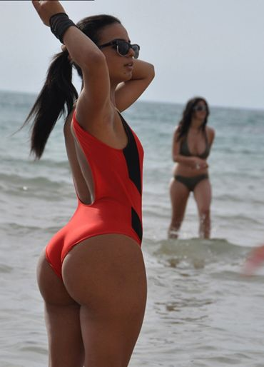 Oh yeah she Squats! Best glute photos