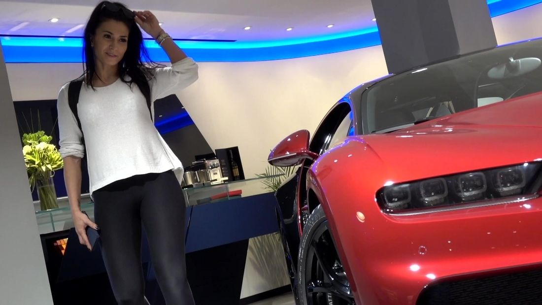 Fitness girl goes supercar spotting in London!!!!