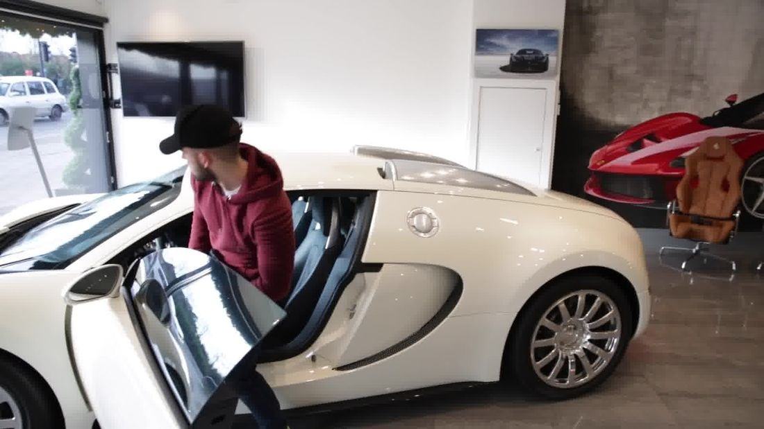 Incredible £1.5m Bugatti Veyron for sale in London