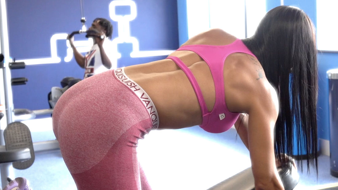HOT LATINA Cynthia trains upper body in London Gym