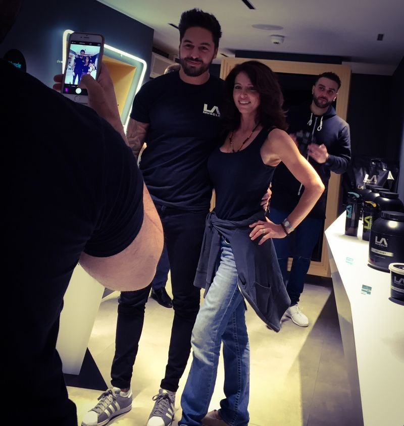 Mario Falcone visits LA Muscle's amazing shop in Richmond, Surrey