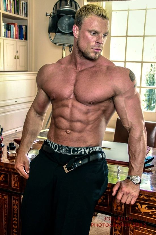WBFF Pro Muscle Model Neil Anderson